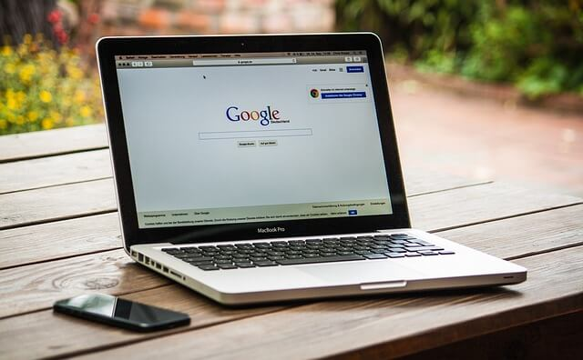 O Google usa machine learning para completar o campo de buscas.